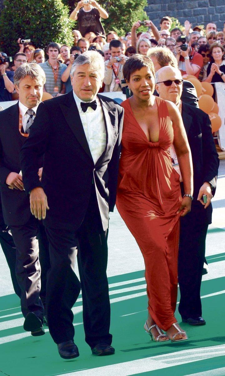 Robert De Niro je hlavní hvězdou festivalu, ve Varech mu dělá doprovod jeho manželka Grace.
