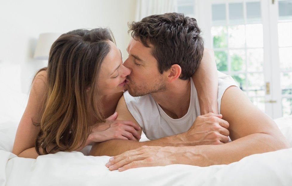 líbání s jazykem sex pisek