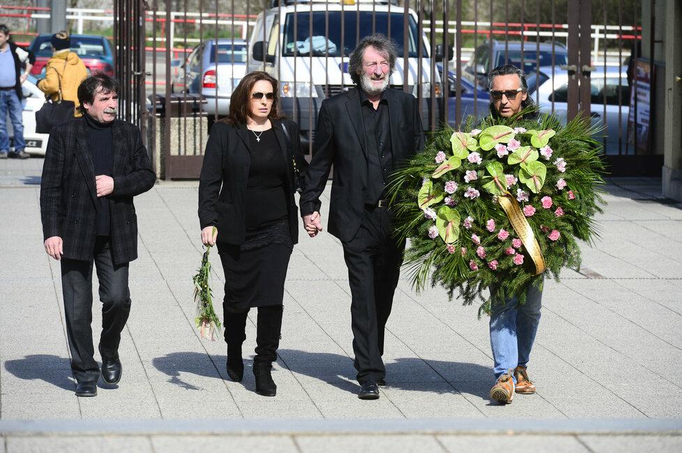 Bolek Polívka s rodinou se přišel rozloučit s kontroverzní režisérkou Věrou Chytilovou.