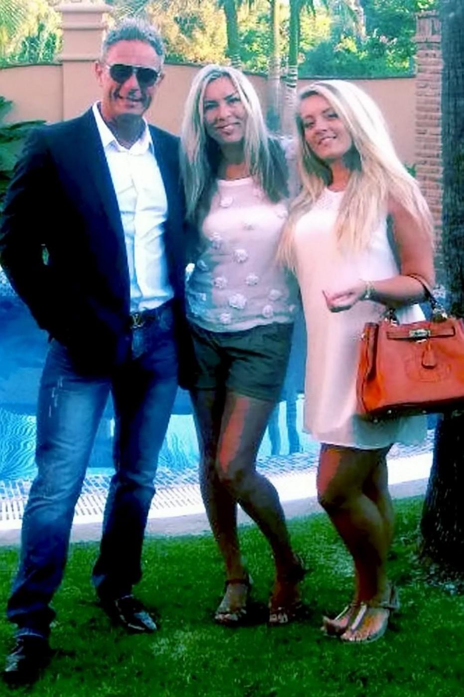 Zavražděný milionář Andrew Bush se sestrou Rachel (uprostřed) a dcerou Ellie.
