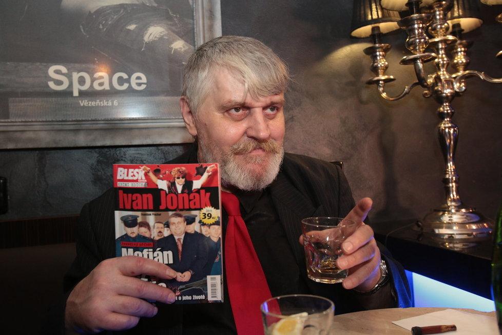 """Ivan Jonák s knihou Blesku """"Mafián bez Mafie. Nová exkluzivní svědectví o jeho životě"""""""