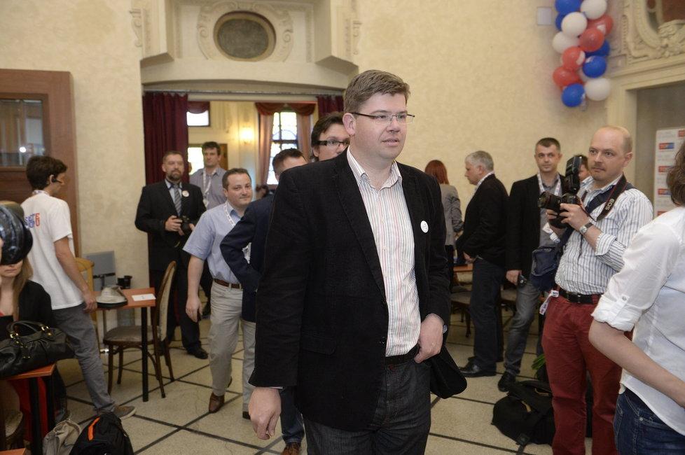 Jiří Pospíšil při eurovolbách ve volebním štábu TOP 09