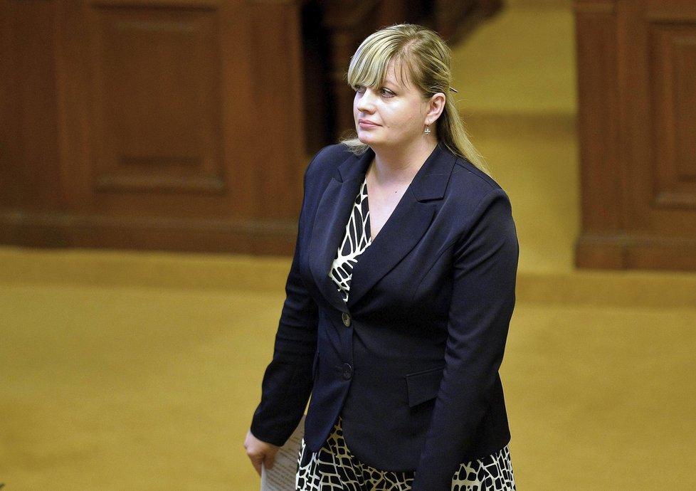 Zuzana Kailová ve Sněmovně předtím, než poslanci odhlasovali její nevydání k trestnímu stíhání