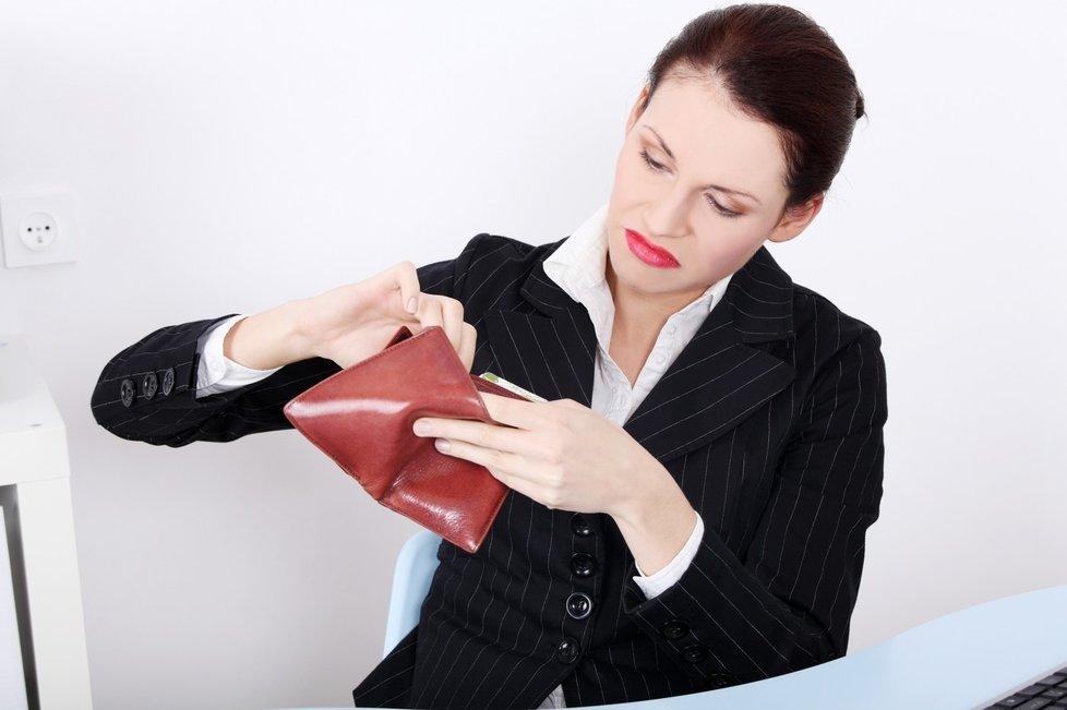Co se s bankovkami stane?