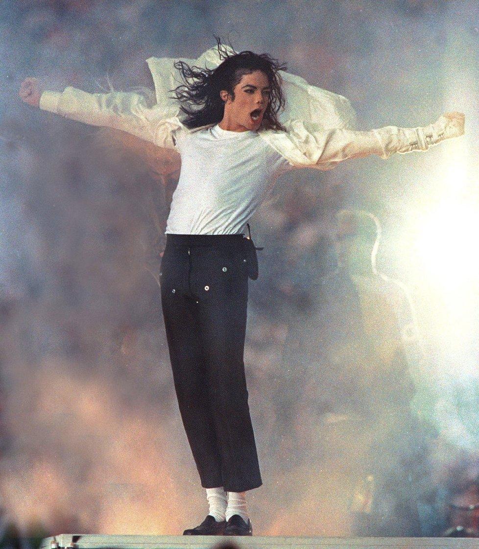 Michael Jackson je pět let po smrti, ale vydělává víc než v dobách největší slávy.
