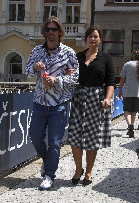 Jitka Čvančarová a Petr Čadek (2): Ona je vyladěný v modrobílé, ona v black
