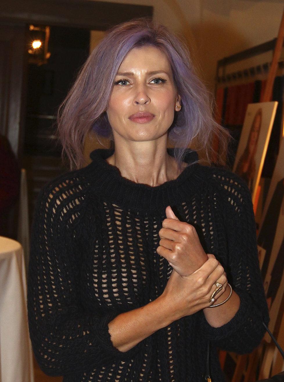 Daniela Peštová obarvila své blond kadeře na fialovo.