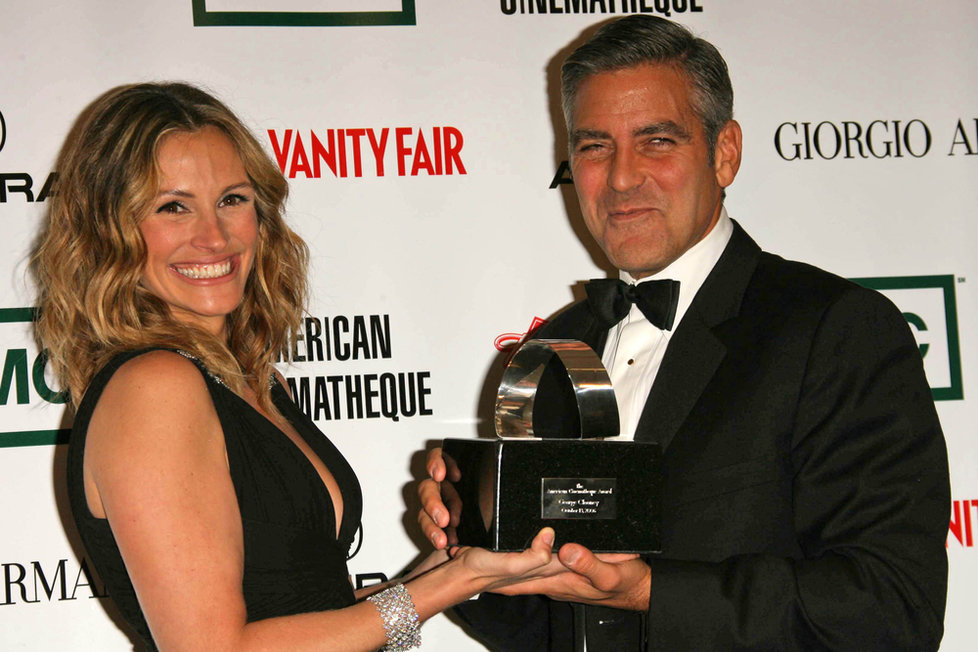 Julia Roberts i George Clooney se pyšní zářivě bílým úsměvem