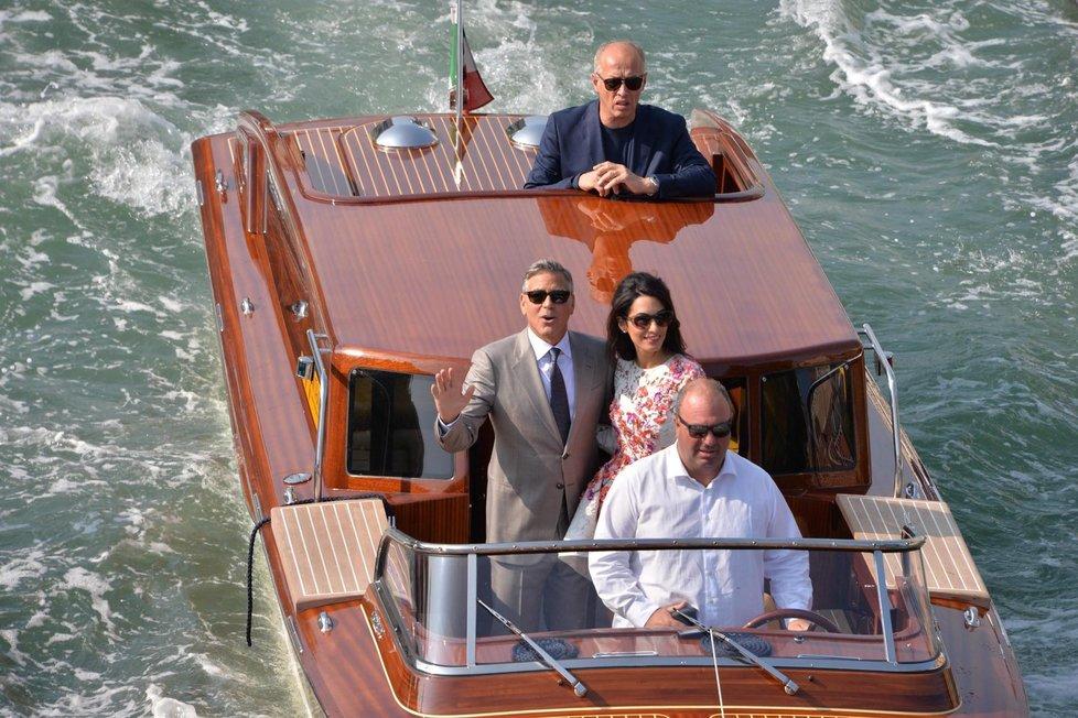 První snímky po svatbě Clooneyho s právničkou.