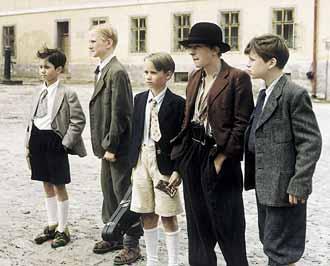 My hoši, co spolu chodíme: Petr Bajza (Adam Novák), Čeněk Jirsák (Jaroslav Pauer), Štěpán Benyovszký (Tonda Bejval), Jan Brynych (Eda Kemlink) a Jan Müller (Zilvar z chudobince)