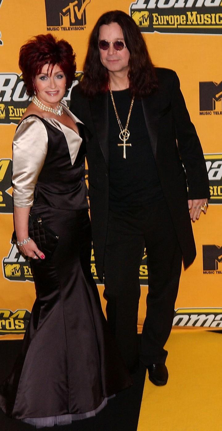 Ozzy Osbourne a Sharon Osbourne jsou manželé 34 let. Prý se ale právě teď rozvádí po společné domluvě a Ozzy se od manželky odstěhoval.