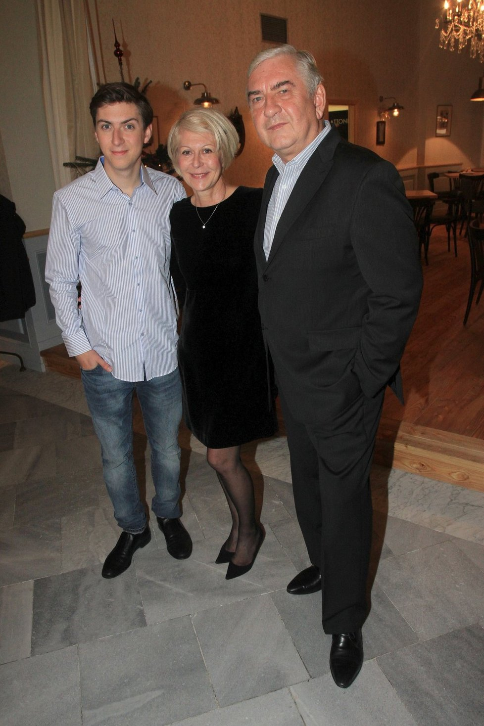 Martin Donutil je velmi podobný své matce. Po otcovi zdědil herecký talent.
