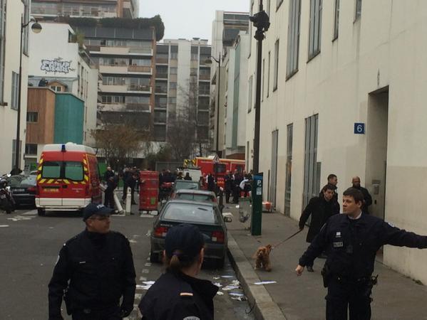 Ozbrojenci zaútočili na satirický plátek Charlie Hebdo