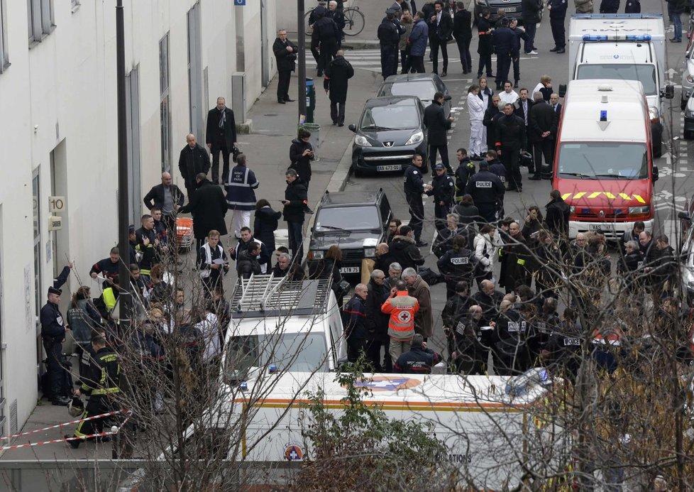 Teroristé zaútočili na redakci satirického plátku v Paříži!