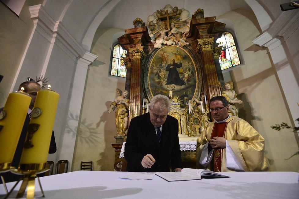Svatba Mynáře s Alex: Podpis svědka Miloše Zemana