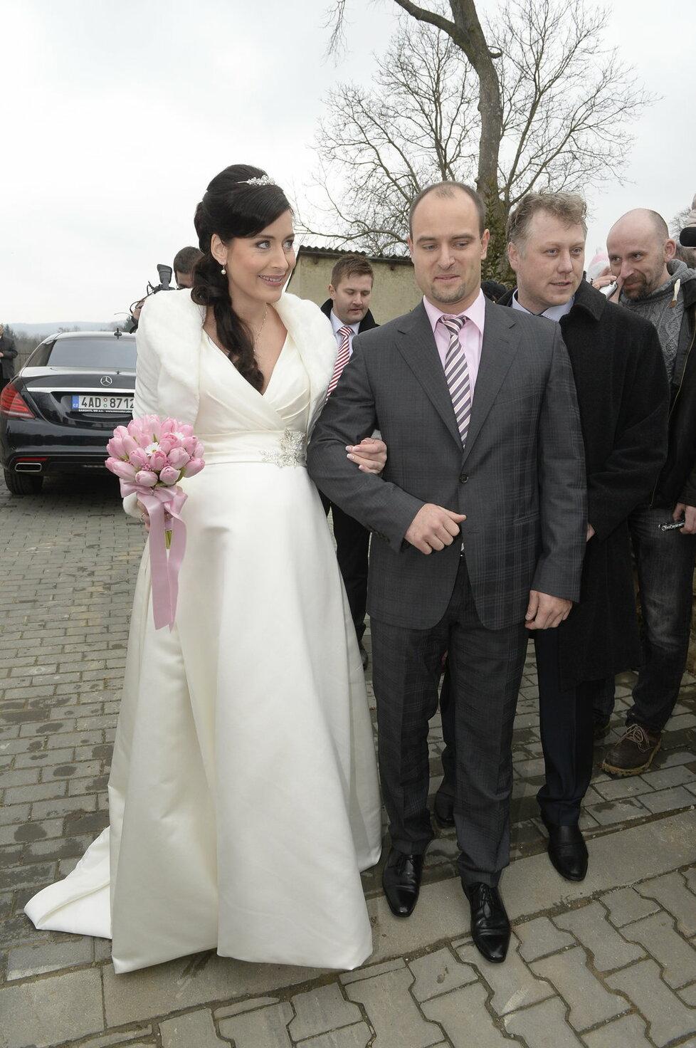 Kancléřova svatba: Zakulacené bříško jeho novomanželky bylo přeci jenom vidět.