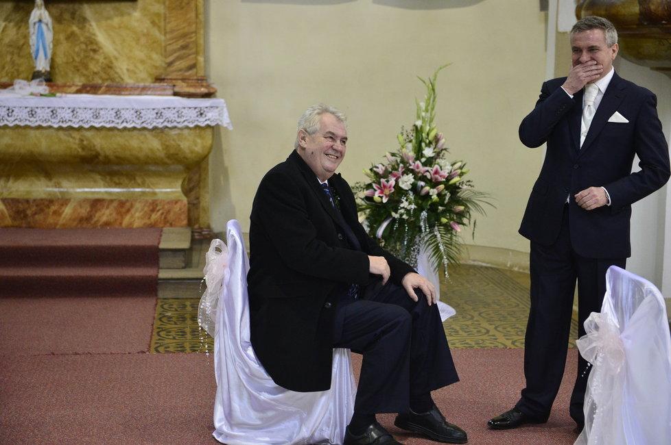 Mynářova svatba: Ženich Mynář se svědkem Zemanem si užili i zábavu