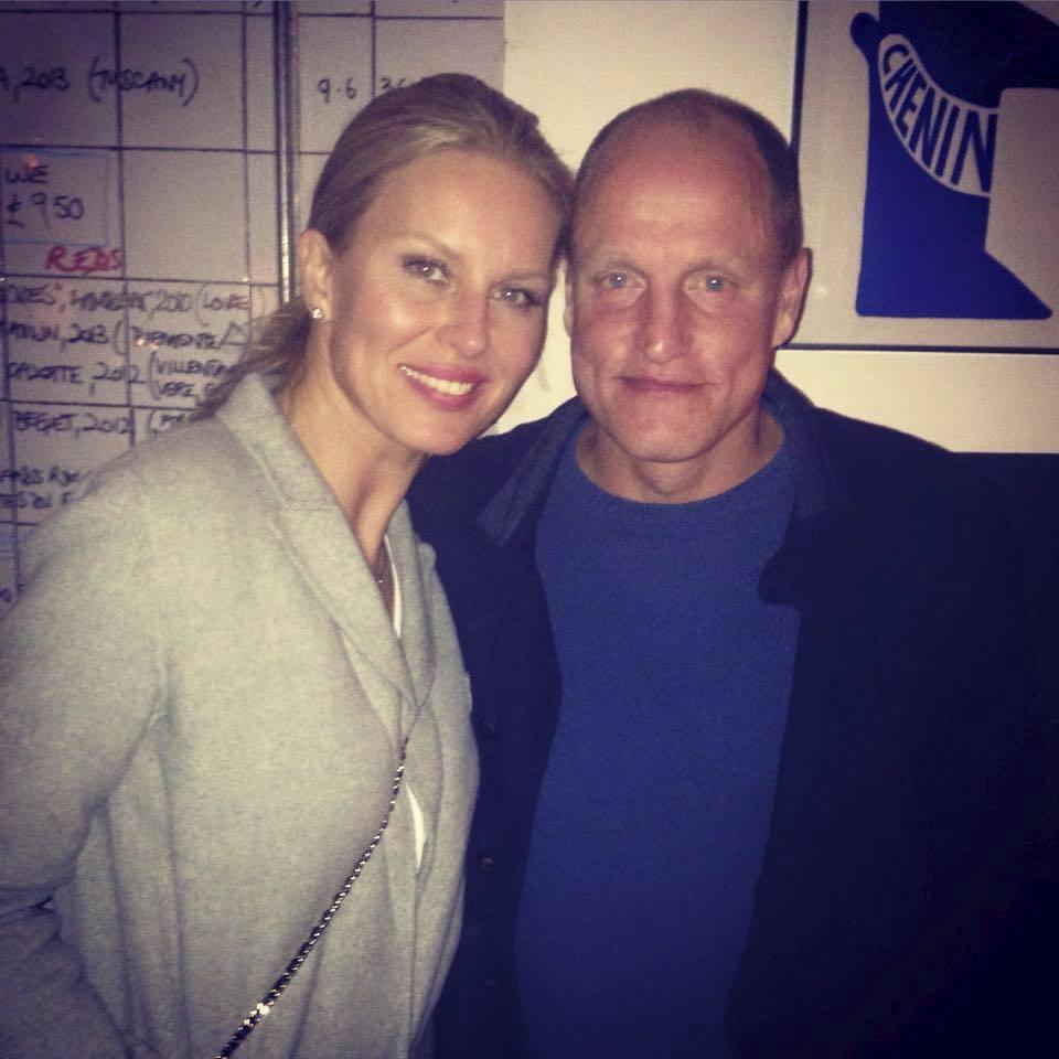 Simona Krainová se s Woodym Harrelsonem setkala osobně. Na Facebooku umístila společnou fotku.