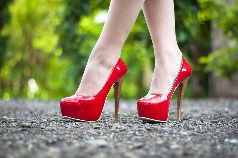 Nošení bot naboso zvyšuje riziko rakoviny. Vadí lodičky i žabky ... 070a45aee8