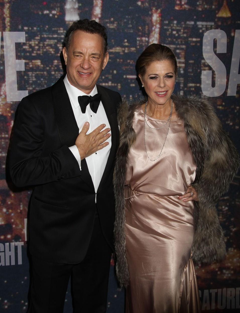 """Tom Hanks (59) a Rita Wilson (59) se poprvé potkali při natáčení televizního seriálu Bosom Buddies v osmdesátých letech. V roce 1988 si řekli """"ano""""."""
