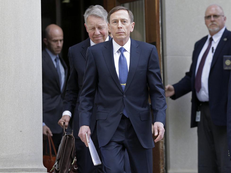 Bývalý šéf americké CIA David Petraeus u soudu