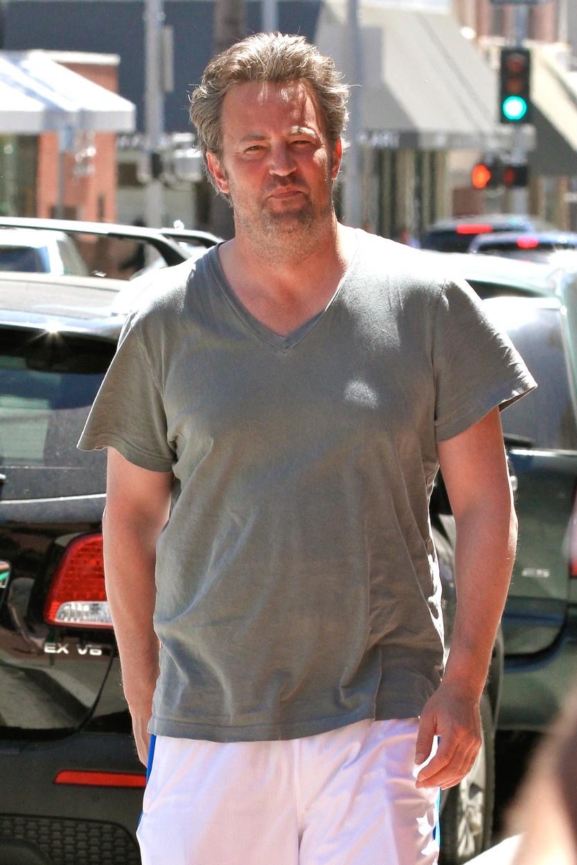 Matthew Perry si zašel do lékárny vyzvednout léky.