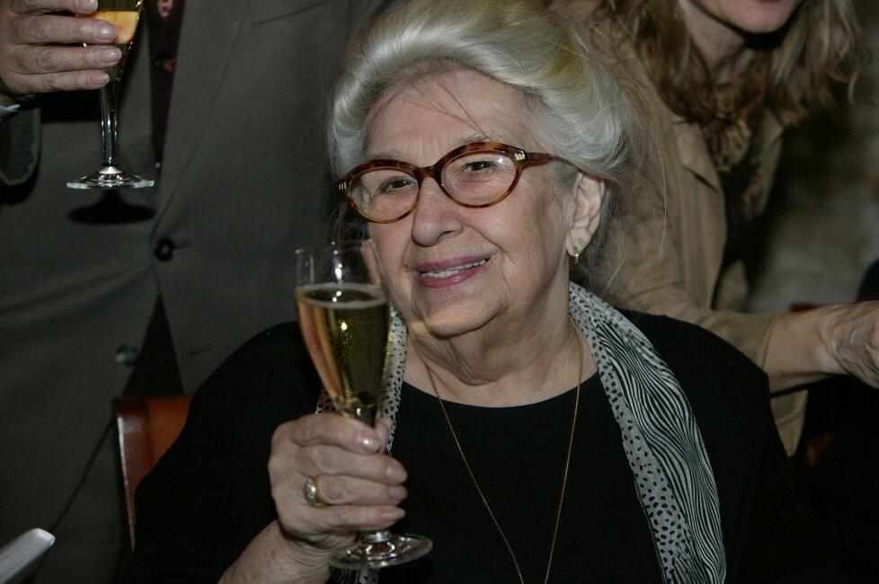 Stella ráda rozhazovala peníze za gurmánské speciality a alkohol.