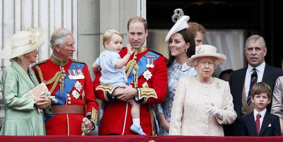 Královská rodina na balkóně Buckinghamského paláce