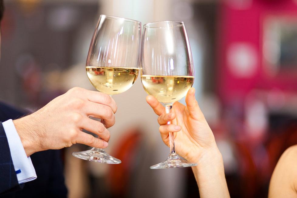 Suchá, lehká vína obsahují mnohem méně cukru než likéry a šampaňské.