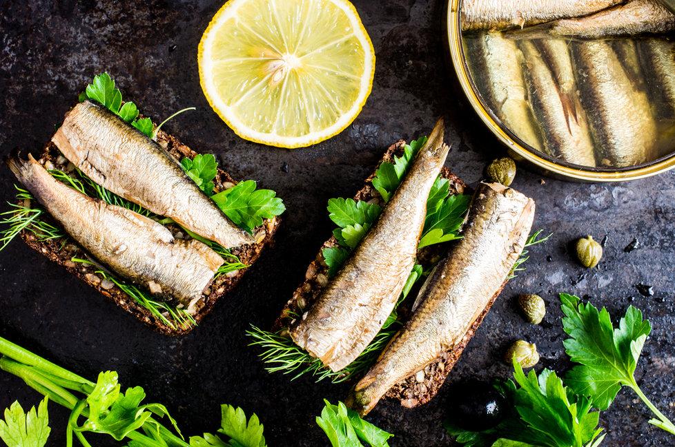 Test sardinek v oleji: Pozor na »falešné« sardinky! Je libo hnilobu v plechu?