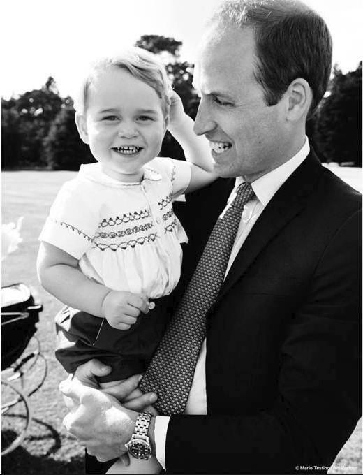 Princ William s princem Georgem, fotografie je pořízena Mariem Testinem, který fotil i Williamovu matku, Dianu.