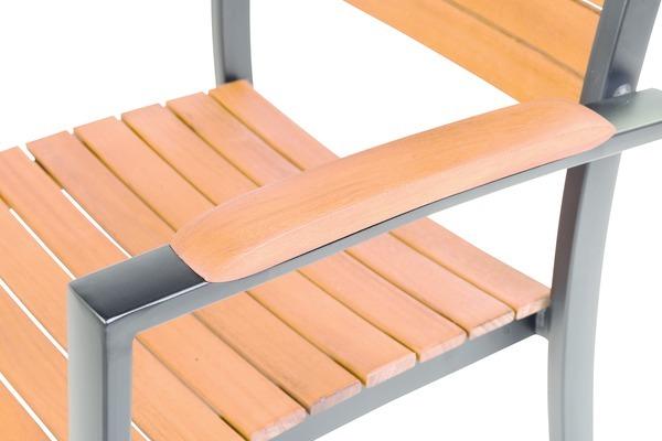 Dřevěný nábytek je velmi oblíbený. Přestože kvalitní dřeva dokážou odolávat klimatickým změnám, je vhodné je správně ošetřovat.