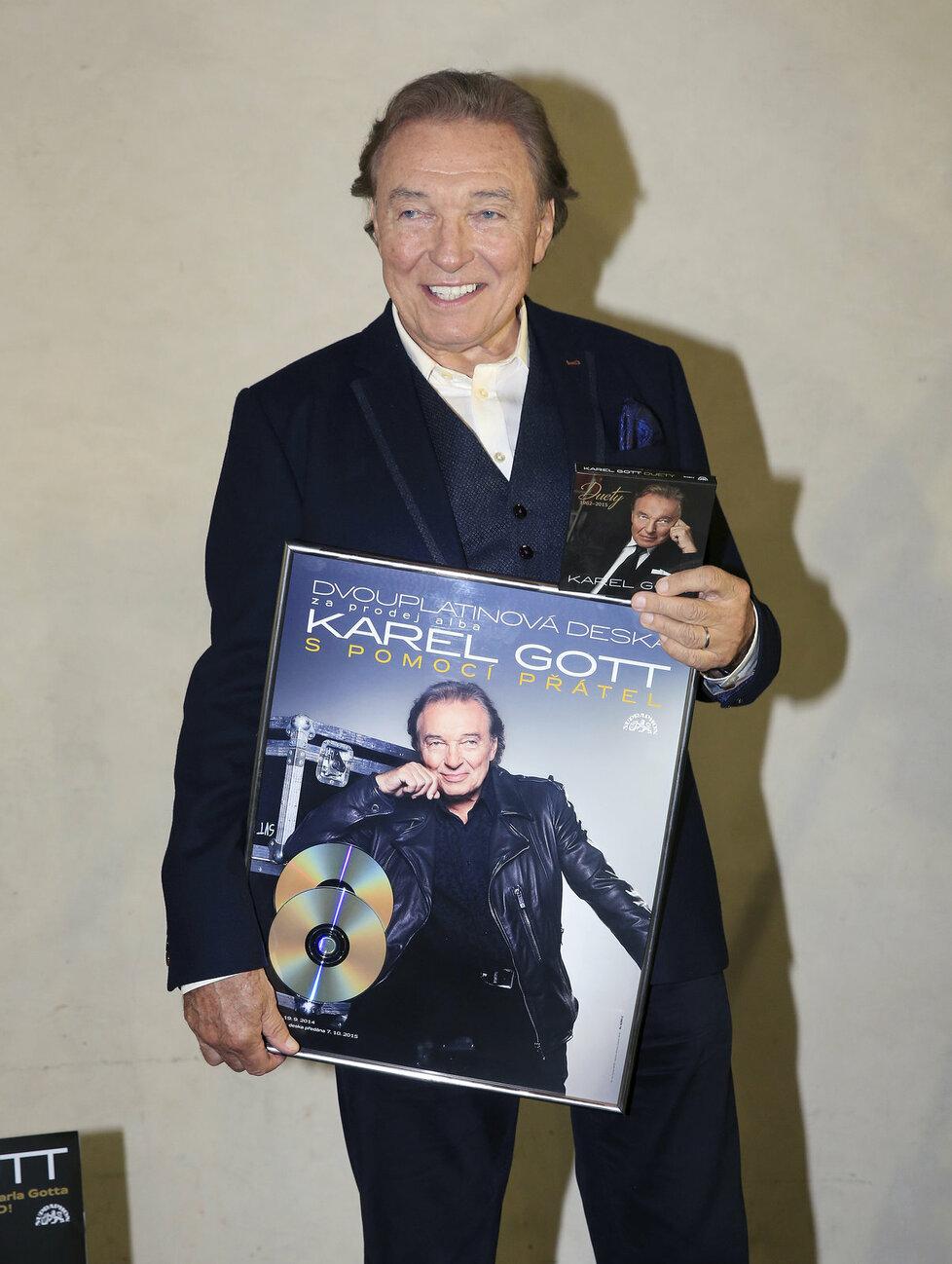 Karel Gott se svou deskou