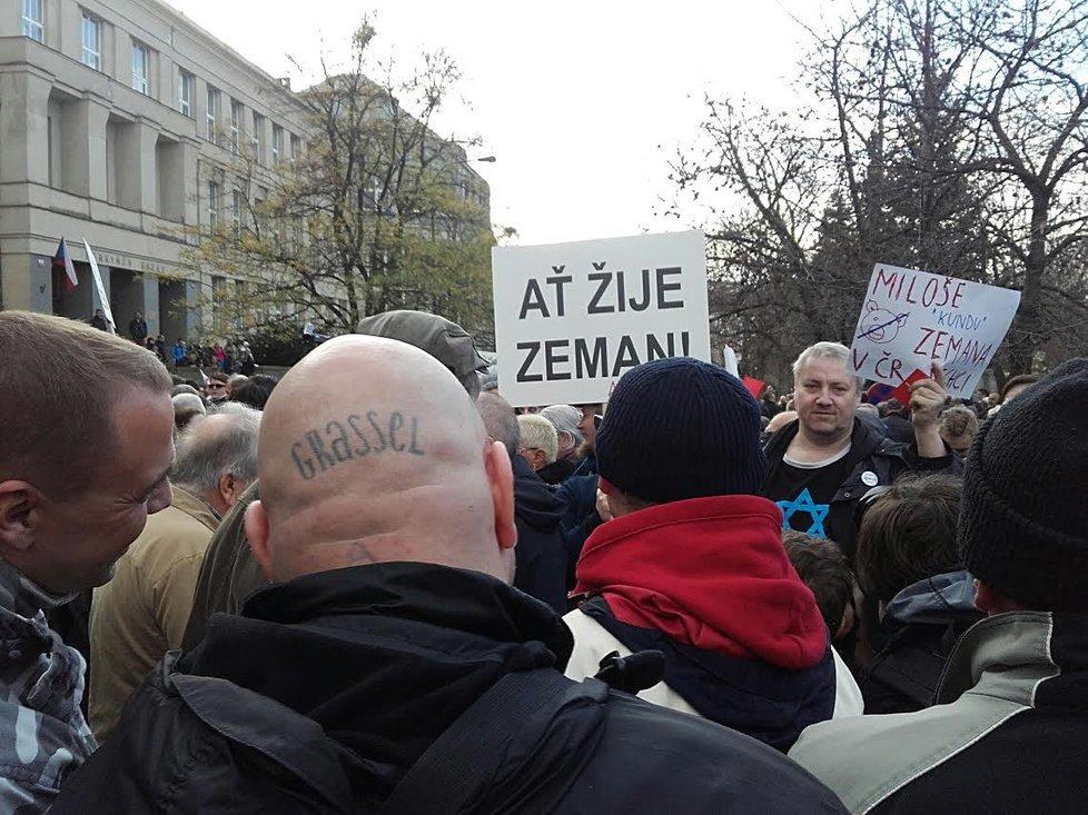Účastníci úterní demonstrace na Albertově (ilustrační foto)