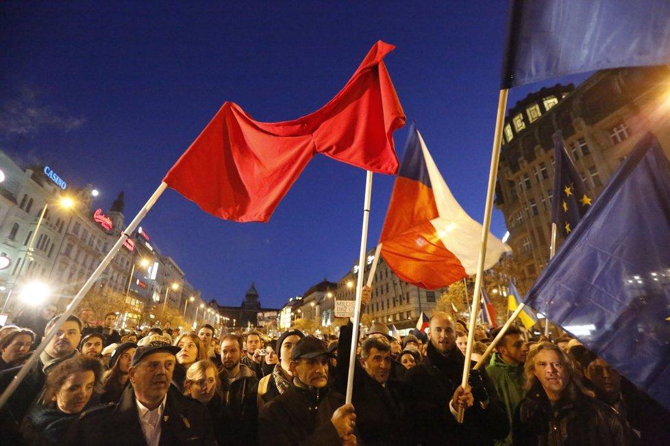 Tisíce odpůrců prezidenta Miloše Zemana dorazily z Albertova na Václavské náměstí