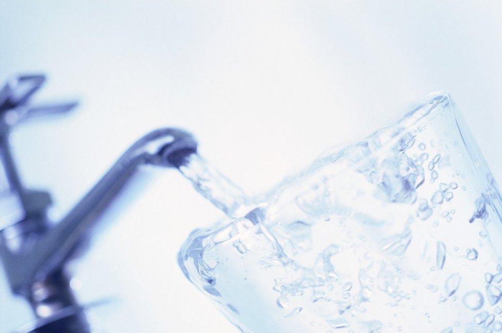 Cena vody vzroste. Ministerstvo životního prostředí chce zvyšovat poplatky vodárnám. Ty navýšení promítnou do cen pro konečného spotřebitele.