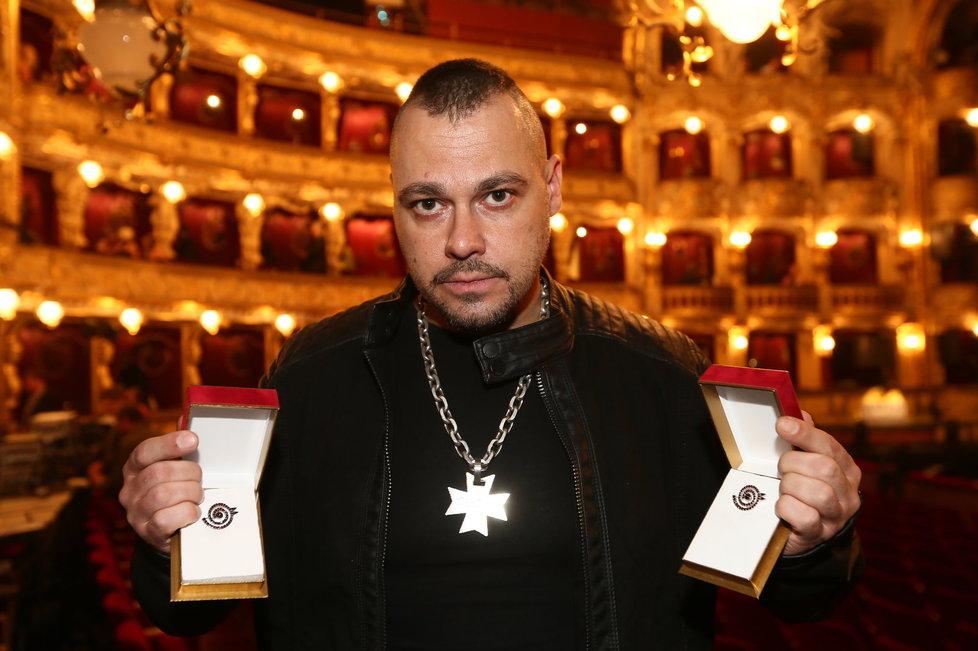 Tomáš Ortel s oceněními.