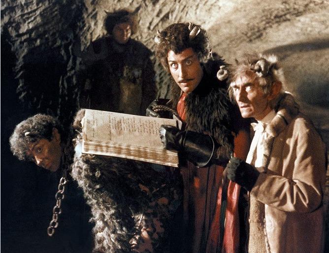 5657aa27e85 Karel Heřmánek jako Lucifer v pohádce S čerty nejsou žerty
