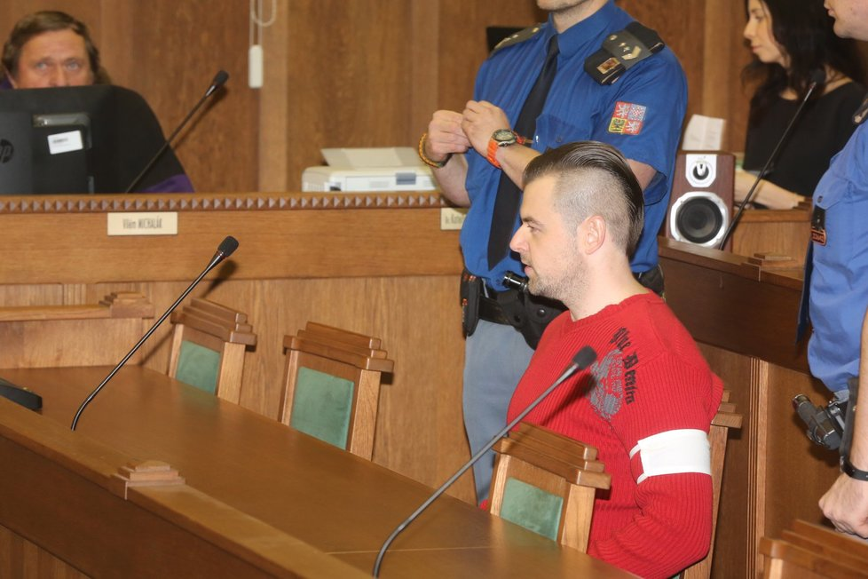 Petr Kramný zasedl do lavice obviněných.
