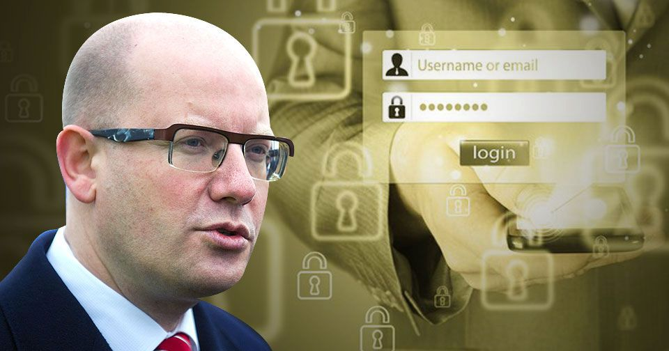 Premiér Bohuslav Sobotka čelí útoku hackerů.