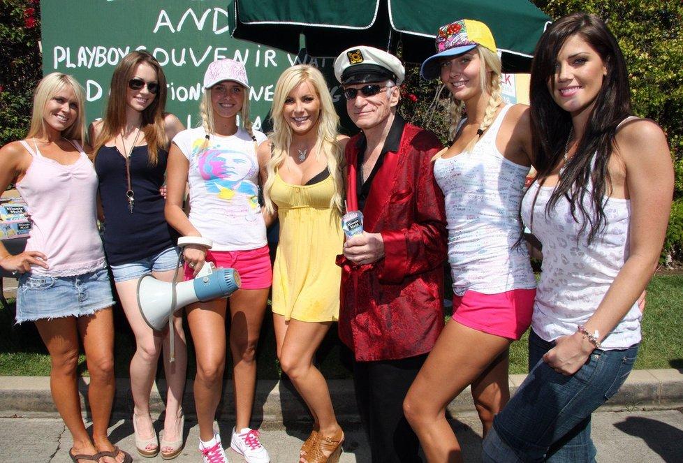 Šéf Playboye Hugh Hefner se svými zajíčky