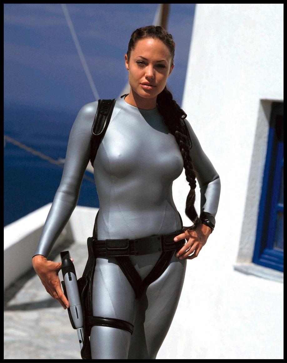 Angelina Jolie jako Lara Croft. Kam se poděly její křivky?