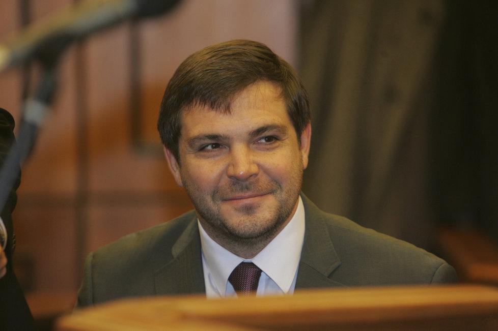 Politik Karel Březina (ČSSD) tvořil manželský pár s novinářkou a spisovatelkou Bárou Nesvadbovou. Rozvod přišel po dvou letech v roce 2003.