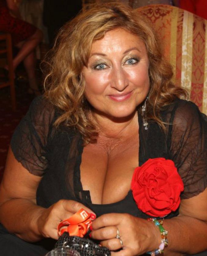 Halina Pawlowská svou postavu, ze které by si ostatní ženy dělaly vrásky, vystavuje pyšně na odiv