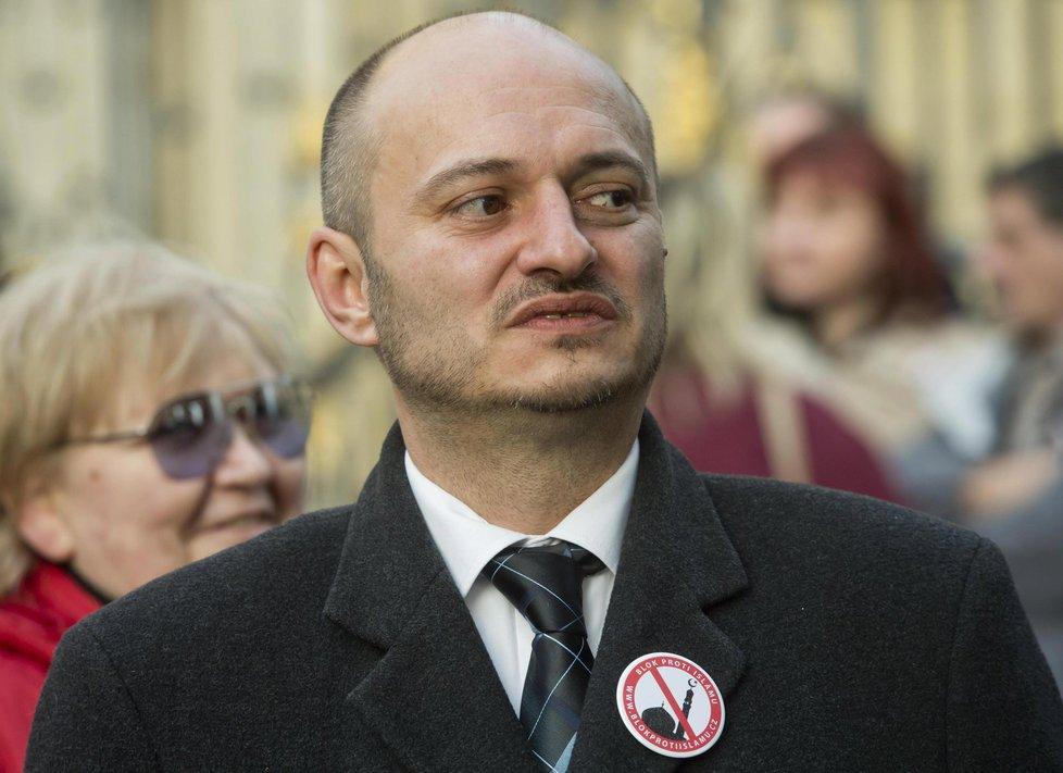 Šéf Bloku proti islámu Martin Konvička na demonstraci na Hradčanském náměstí (6. 2. 2016)