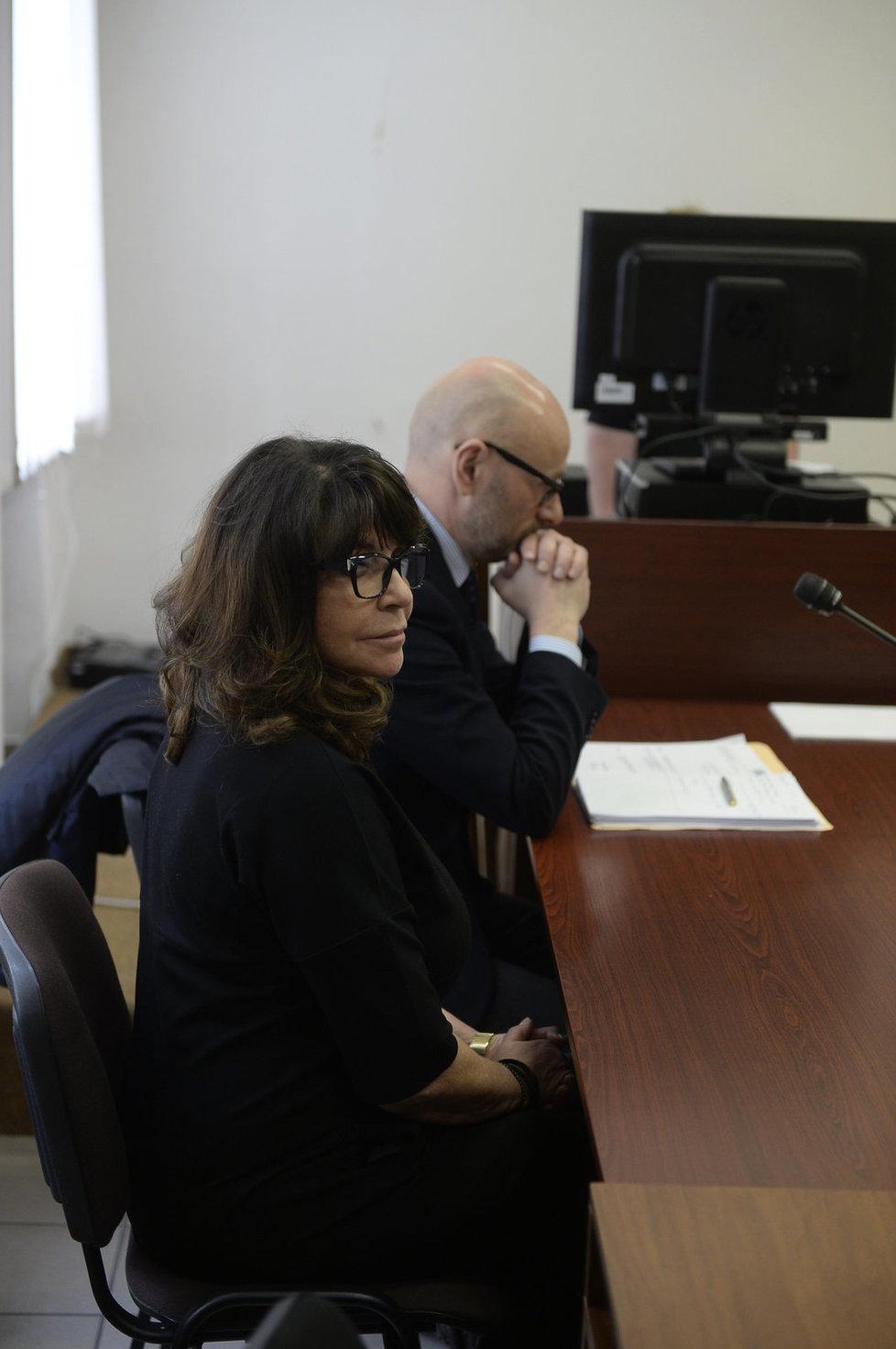 Soud kvůli Zemanovu Peroutkovi: Terezie Kaslová s právníkem Vyskočilem