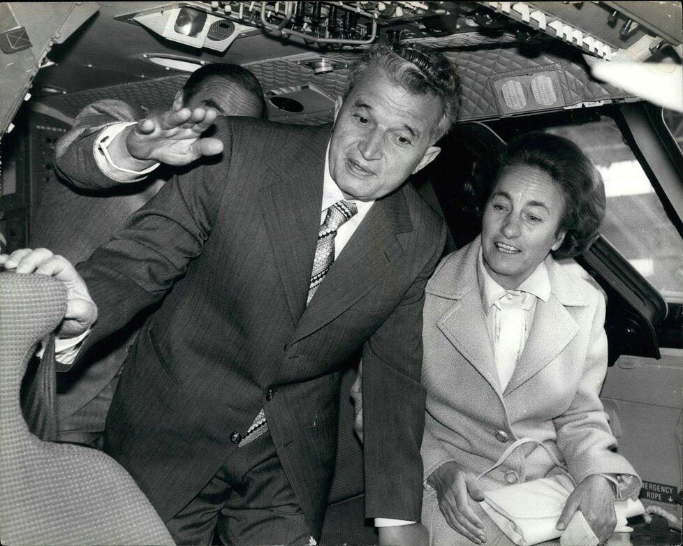 Bývalý rumunský prezident Nicolae Ceaușescu s manželkou Elenou