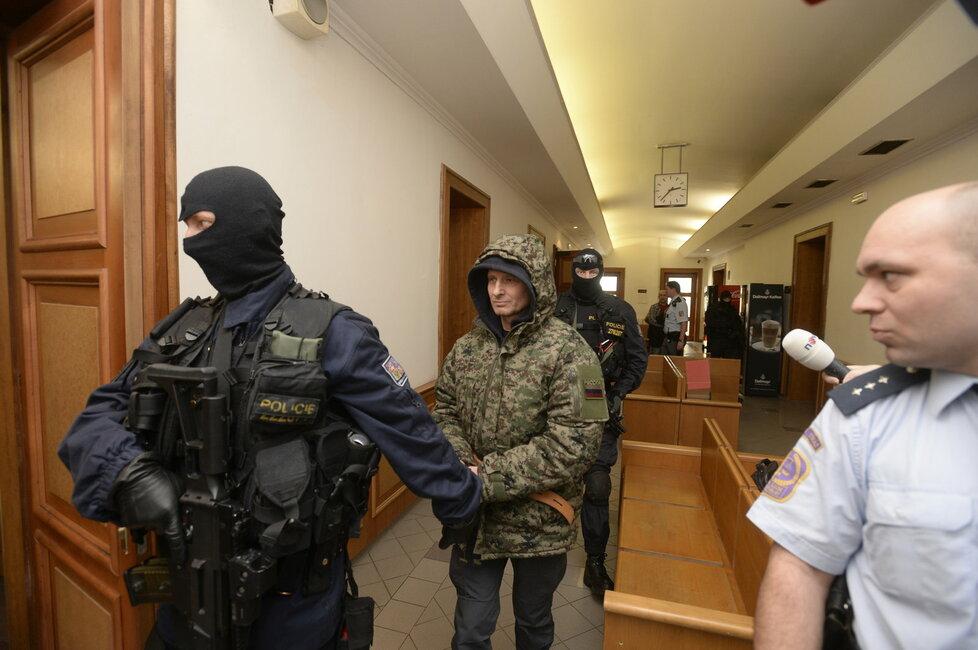 Mrázkův bodyguard Pavel Šrytr je trestně stíhaný za vraždu romského krále podsvětí Antonína Běly.