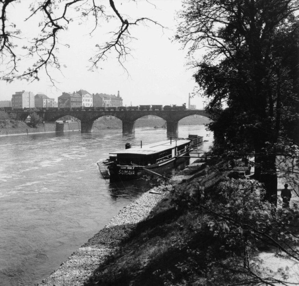 Negrelliho viadukt ve třicátých letech 20. století