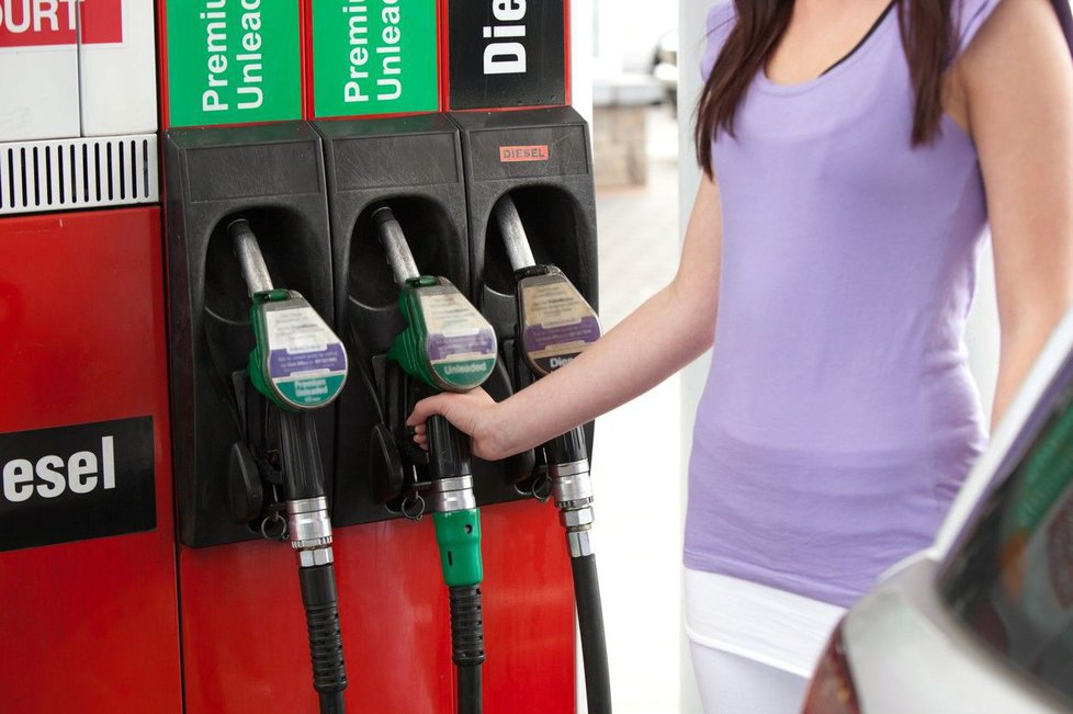Monitoring cen benziínu skončil.